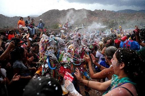 Imagen 7. carnaval del norte con talco