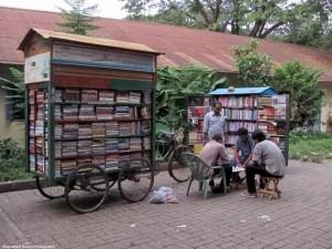 Biblioteca móvil de Dhaka, Bangladesh.