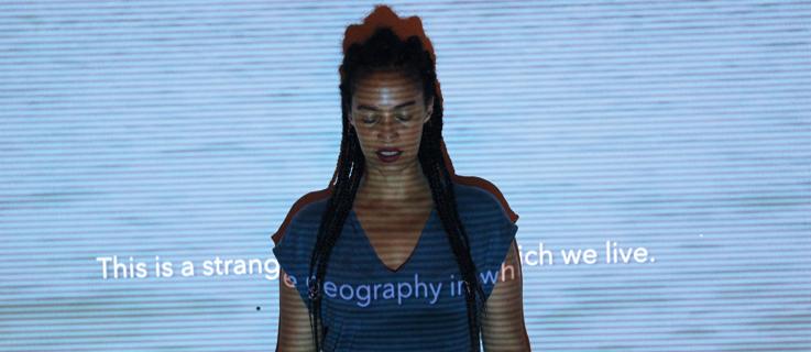 "Grada kilomba. ""Illusions"",  Performance. 32 bienal de San Pablo, 2016."