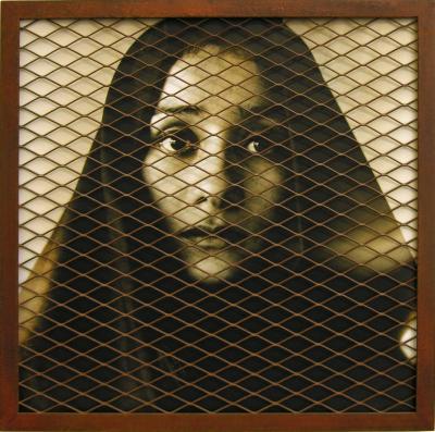 Imagen 08 - Luis Gonzalez palma -Tensiones hermeticas -seleccion- fotografia analogica con malla metalica 100x15cm 1997