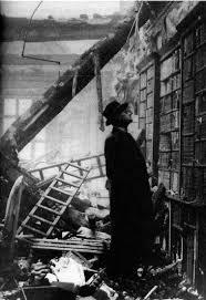 biblioteca destruida