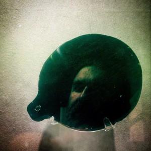 Autorretrato en el espejo de obsidiana de Moctezuma. Chico Sanchez