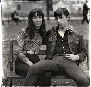 Diane Arbus - Young couple on a bench in Washington Square Park