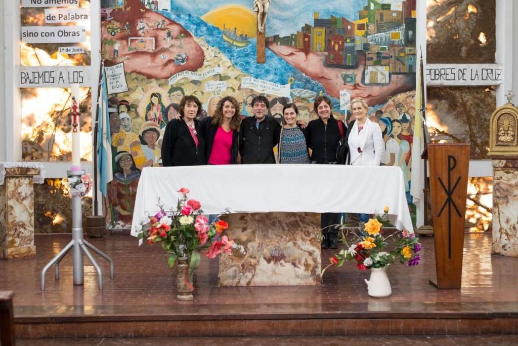 Paco Olveira y el Anartista en la Iglesia Isla Maciel. Fotografía: Diego Grispo.