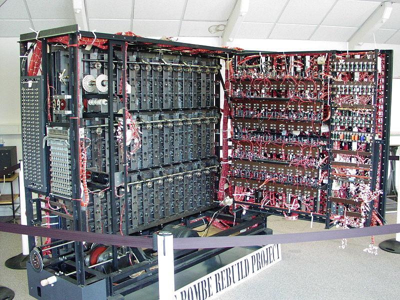 """Réplica de una máquina """"Bomba"""" de Alan Turing"""