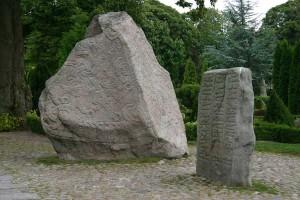 kohan10 jelling-stones, Dinamarca, talladas por el rey Gorm el Veijo