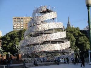 Marta Minujin - Torre de Babel - Instalación