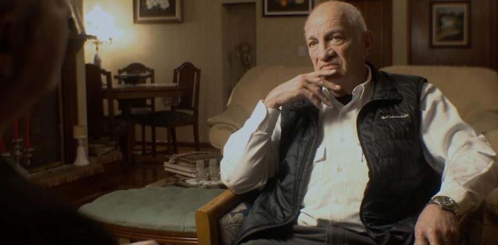 """Aldo Rico entrevistado en el documental """"Esto no es un golpe""""."""