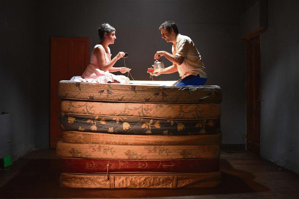"""""""Aquí hay leones"""". Carolina Tejeda (actriz 2008) y Leonardo Volpedo."""