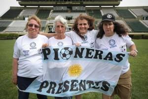 Foto 4 'Betty' García (77 años), Elba Selva (73), Lucila Sandoval (48) y Mónica Santino (53)es.besoccer.com