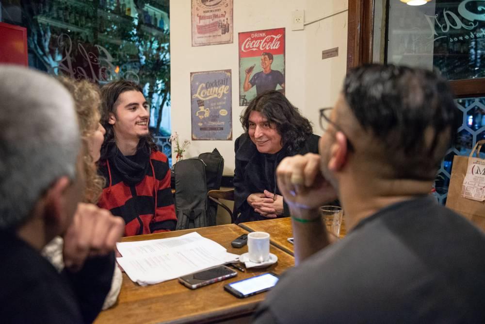 Luis Salinas y Juan Salinas con el Anartista. Fotografía: Diego Grispo.