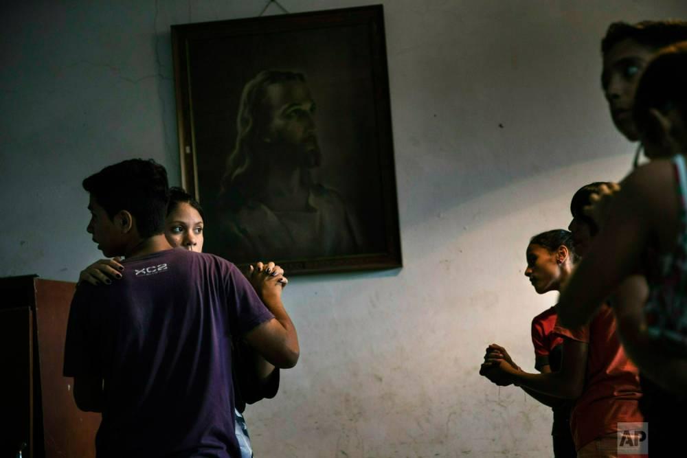 Clase de baile en una casa parroquial en el barrio de Petare. Caracas, 3 de mayo de 2019.