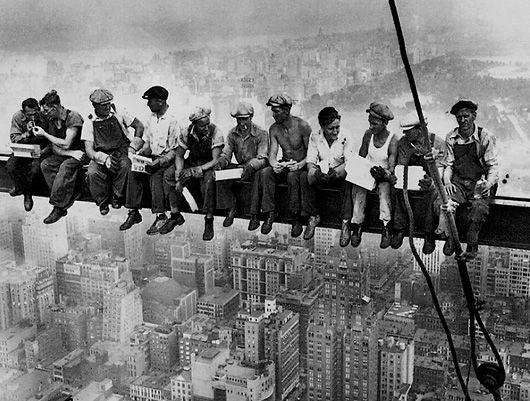 obreros en viga