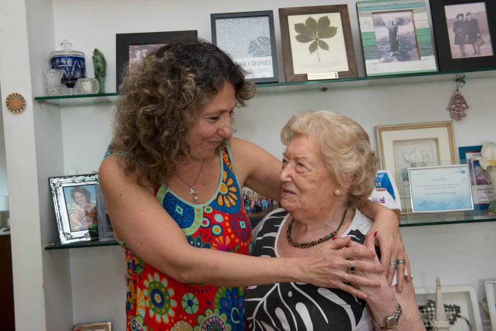 Sara Rus con Gabriela Stoppelman, directora de El Anartista. Fotografía: Diego Grispo.