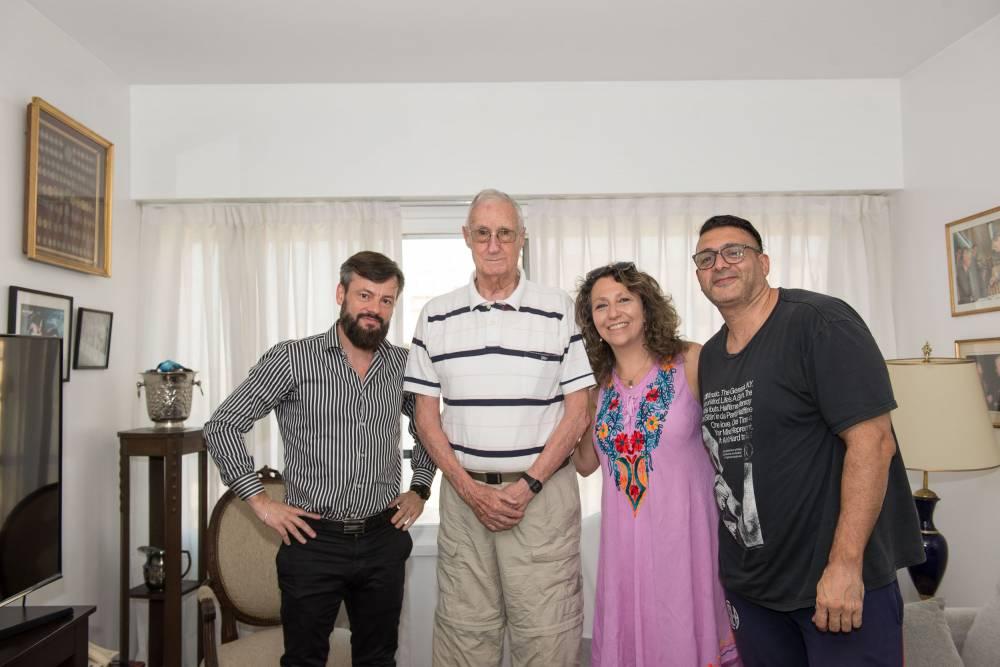 Martín Balza en su casa con El Anartista. Fotografía: Diego Grispo.
