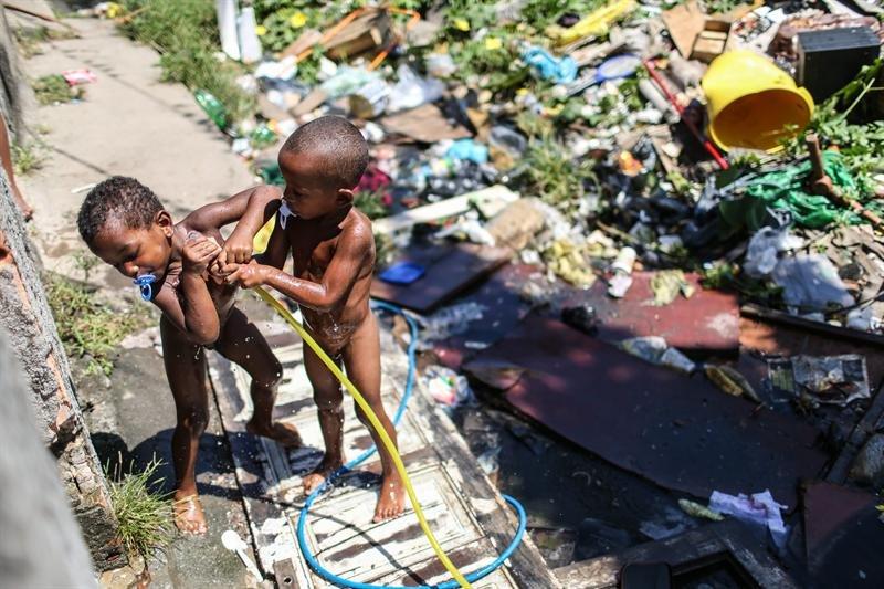 niños en la favela