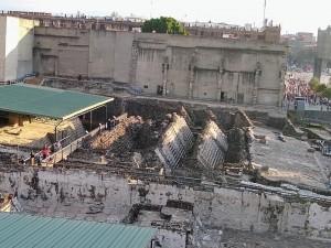 Plaza de las tres culturas, vestigios de monumentos precolombinos - Ciudad de México